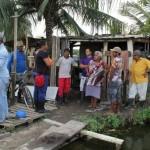 Conversa com os agricultores na área
